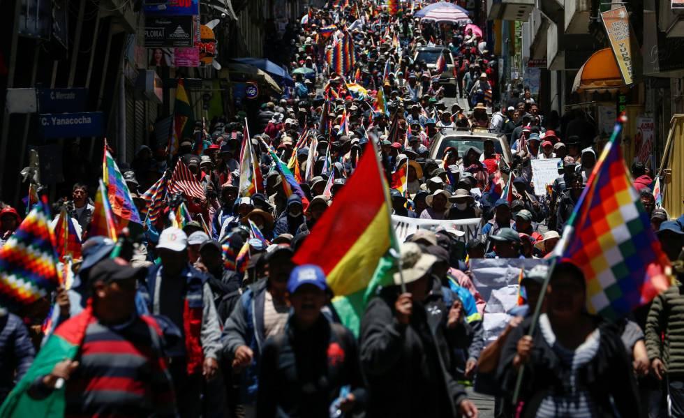 Manifestación en defensa a Evo Morales en La Paz este lunes.