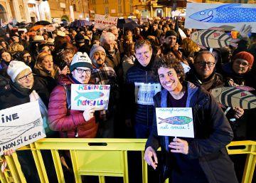 Mattia Santori, fundador del movimiento de las sardinas, en una manifestación en Reggio Emilia.