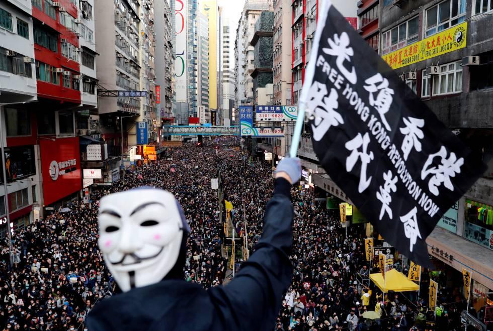 Un manifestante enmascarado, este domingo en Hong Kong.