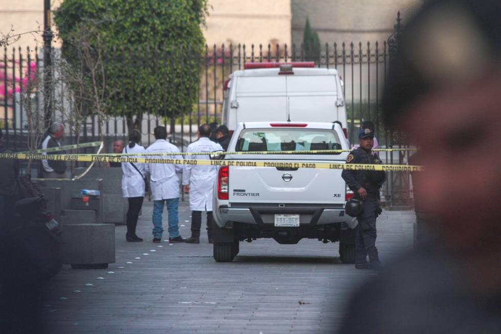 Paramédicos acudieron a la zona donde se registró el tiroteo en el centro de Ciudad de México.