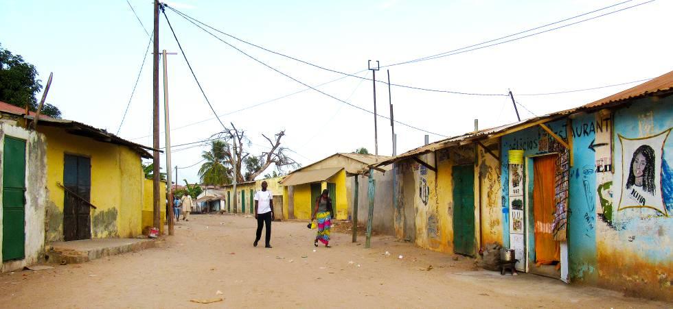 Una alle de Barra, localidad en el norte de Gambia.