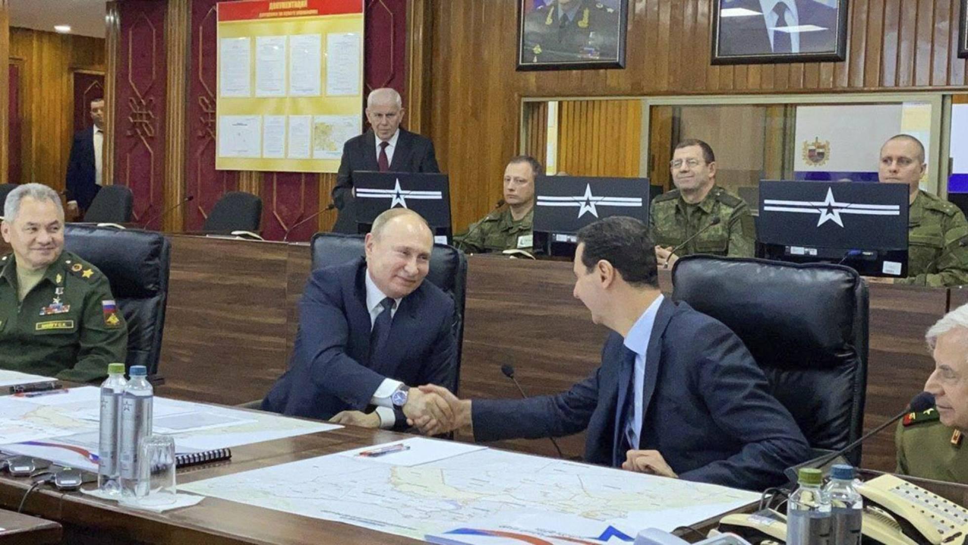 Putin y Asad estrechan su mano