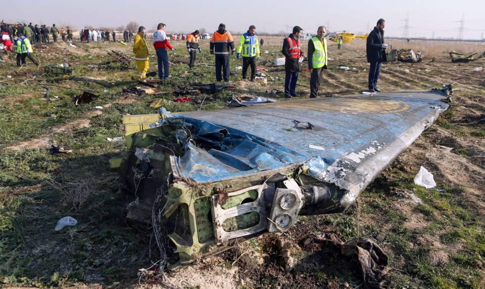 Los restos del avión ucranio en Irán.