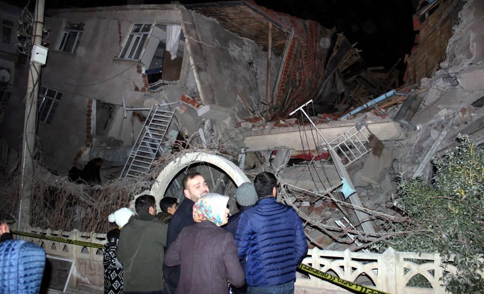 Un edificio destruido tras el terremoto.