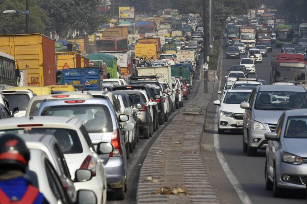 Aglomeración de tráfico en Nueva Delhi, en una imagen de archivo.