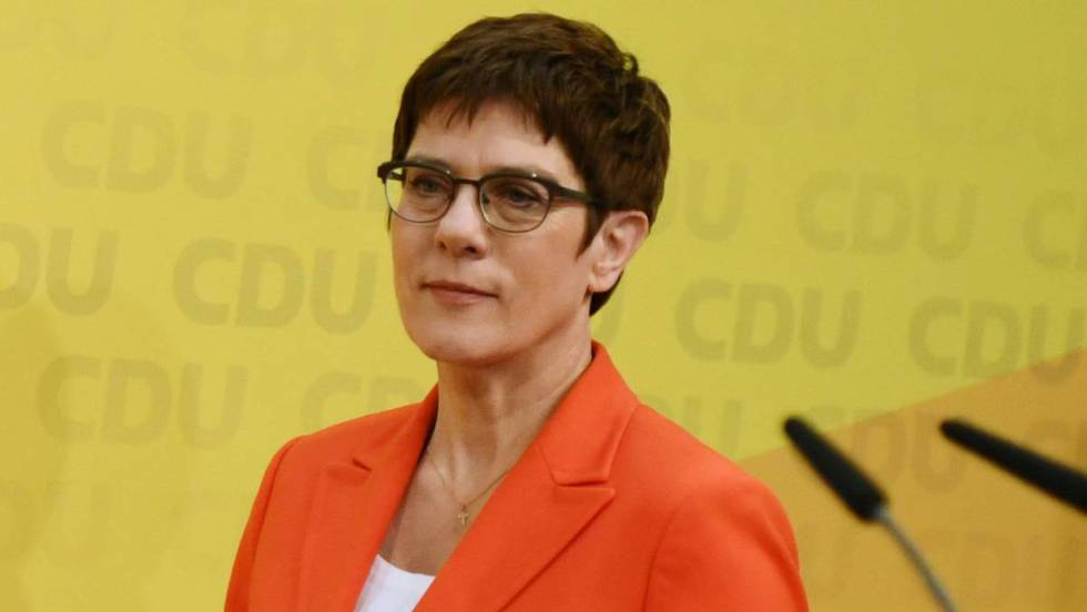 La renuncia de la favorita de Merkel revoluciona la lucha por la cancillería