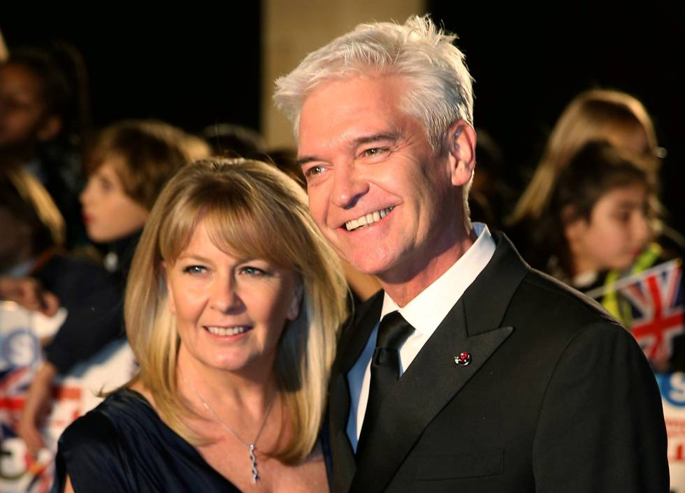 El presentador Phillip Schofield y su mujer, Stephanie Lowe, en una imagen de 2017.