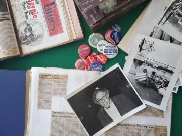 Algunos recuerdos coleccionados por Greg Guma.