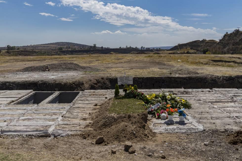 Una tumba en la ampliación del cementerio de Irapuato.