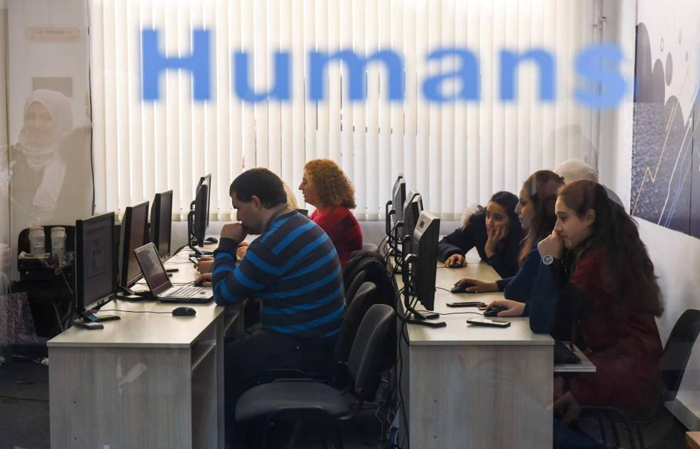 Trabajadores reciben formación en Sofía (Bulgaria), el pasado diciembre.