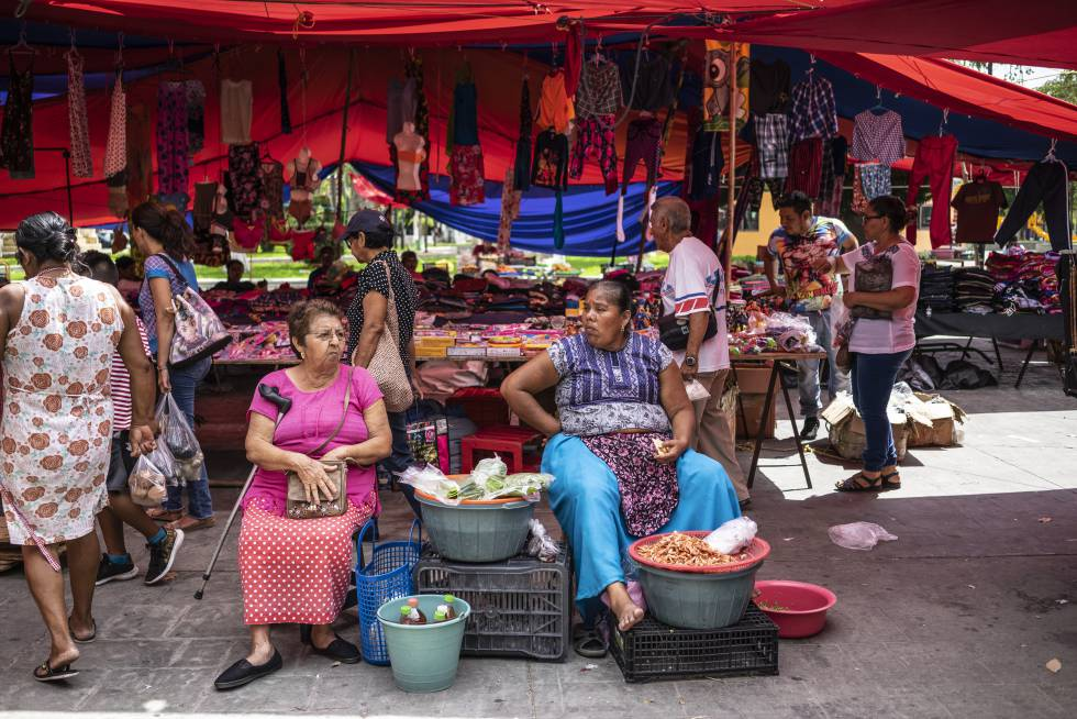 Two women sell food at the market in El Espinal, Oaxaca.