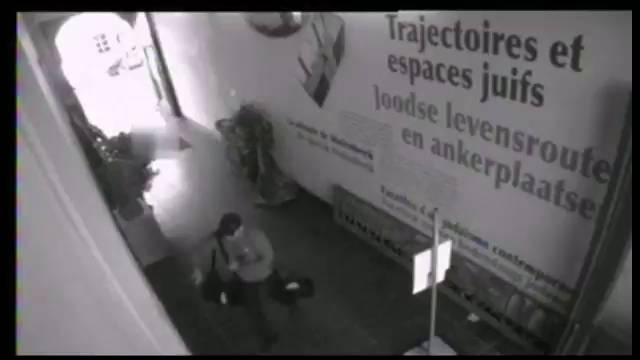 Imagens de uma câmera de segurança do Museu Judaico.