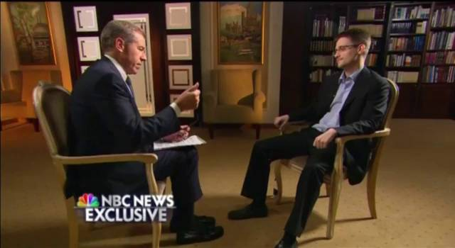 """Snowden dice que fue entrenado como """"un espía"""" y que vivió con nombre falso"""