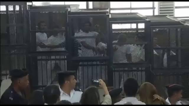 Sete anos de prisão para três jornalistas da Al Jazira.