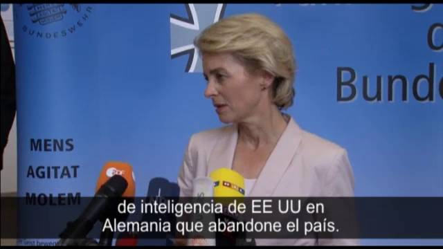 A ministra de Defensa alemã fala sobre a expulsão do chefe da CIA e Berlín.
