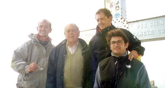 Jordi Pujol, expresidente de la Generalitat, en la cima del Aneto en 1999, con sus hijos Pere (izquierda), Jordi y Oriol (con gafas)