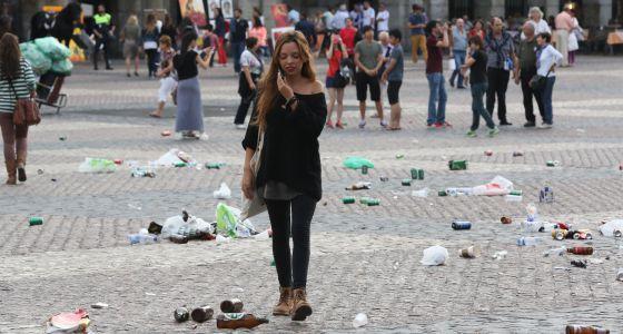 La plaza Mayor,el pasado miércoles por la tarde, tras el paso de los hinchas del Copenhague antes del partido de Champions con el Madrid.