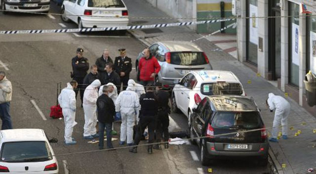 Una policía y un atracador muertos tras un tiroteo en un banco de Vigo