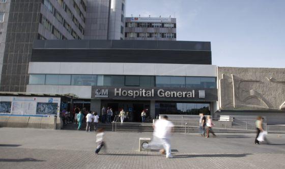 Fachada del edificio principal del hospital de La Paz, en Madrid.