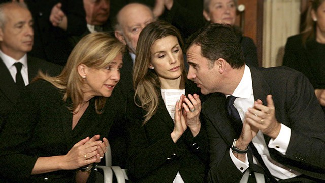 A infanta Cristina com dom Felipe e a Rainha Letizia, em abril de 2010.