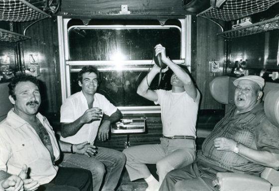 temporeros de la vendimia en un viaje nocturno en los anos ochenta