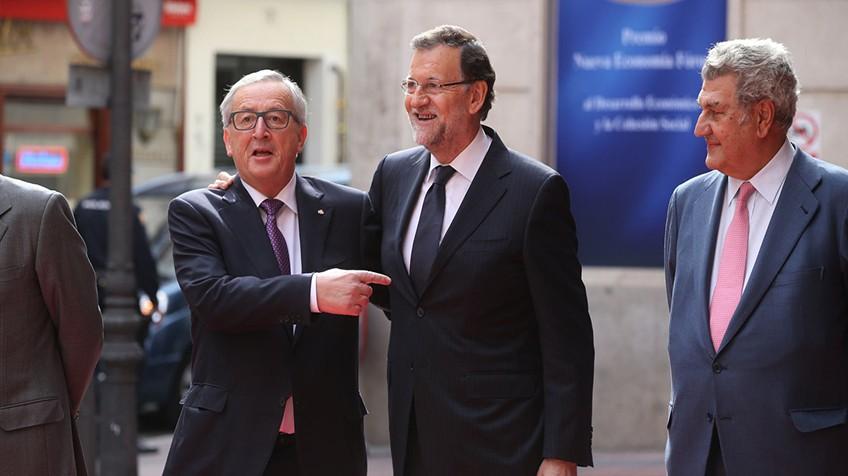 Jean-Claude Junker com o presidente Mariano Rajoy, em Madri em outubro de 2015. Uly Martín