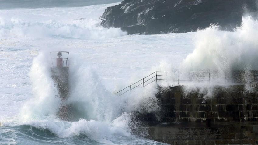 Un golpe de mar arrastra a un niño de 20 meses en Asturias