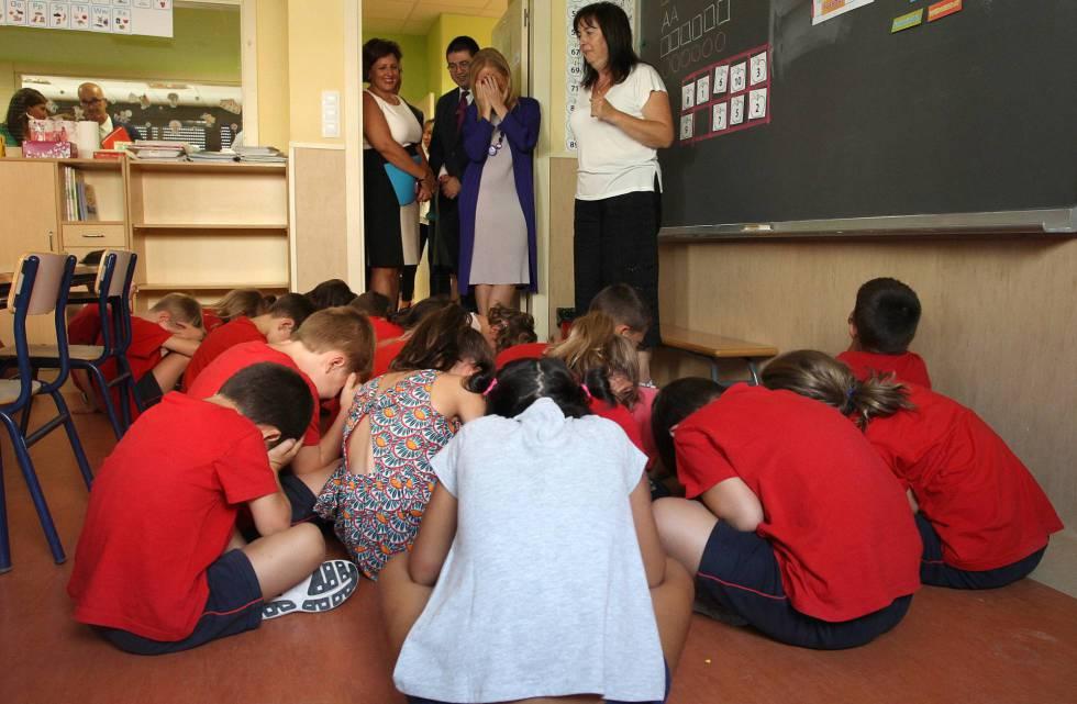 Cristina Cifuentes en la inauguración del curso en un colegio bilingüe.