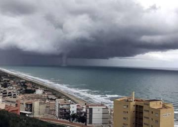 Un tornado causa da os materiales en palos de la frontera espa a el pa s - Tornados en espana ...