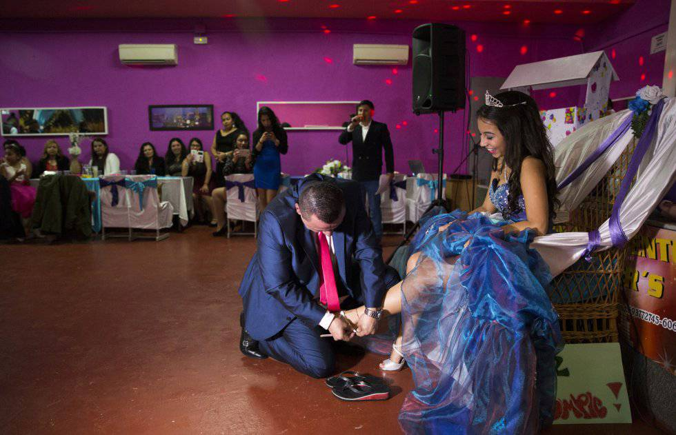 15 Anos Flats: Latinos In Spain: 'Quinceañera' Parties: An Inside Peek At