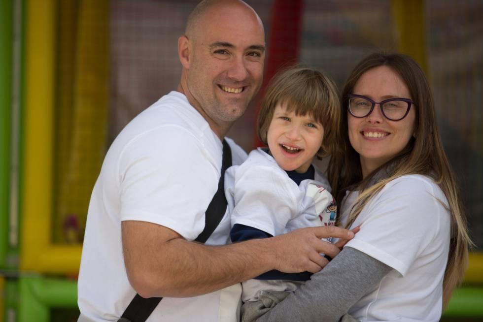 Iker con sus padres.