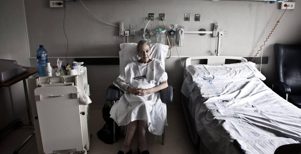 María Jesús Arroyo en la Unidad de Cuidados Paliativos del hospital madrileño de La Paz el viernes pasado.