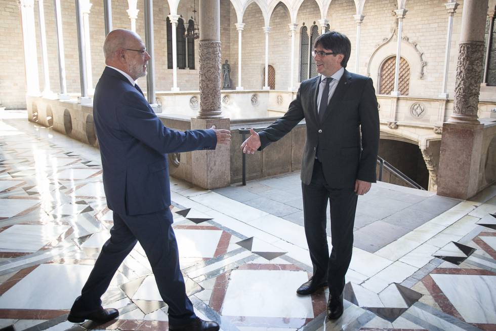 Spanish State Attorney General José Manuel Maza, left, and Catalan regional premier Carles Puigdemont.