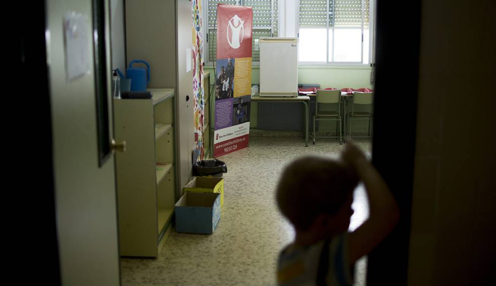 Un niño de la escuela de verano de Save The Children de Sevilla.