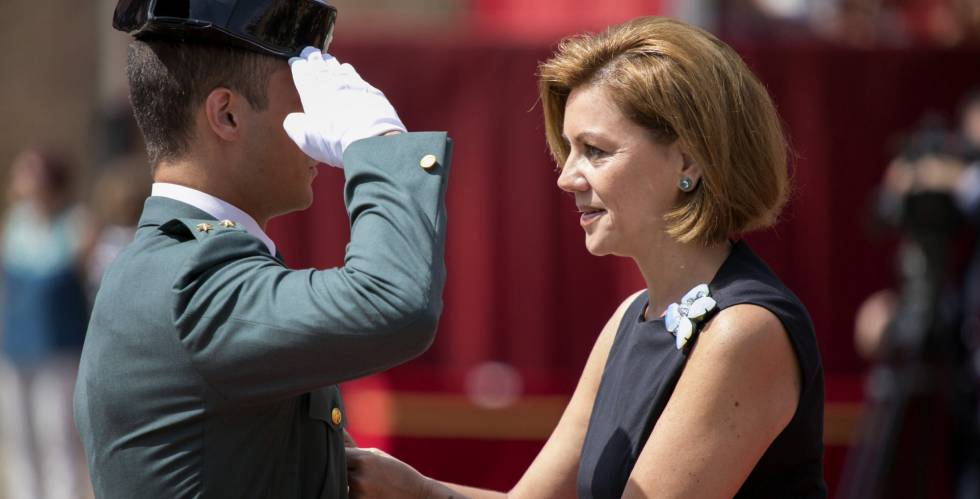 La ministra de Defensa, María Dolores de Cospedal, en la Academia General Militar de Zaragoza.