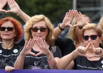 Protestas en 200 ayuntamientos para exigir más fondos contra la violencia machista