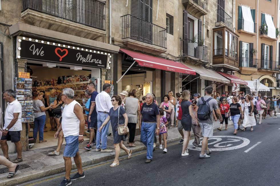 La lucha contra los pisos tur sticos espa a el pa s for Pisos turisticos madrid