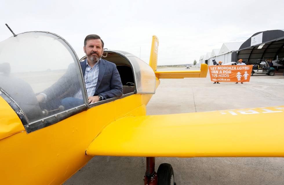 Ignacio Arsuaga, presidente de HazteOír.org, presenta su nueva campaña de publicidad aérea.