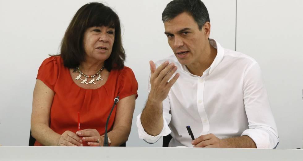 El secretario general del PSOE, Pedro Sánchez, junto a la presidenta del partido, Cristina Narbona.