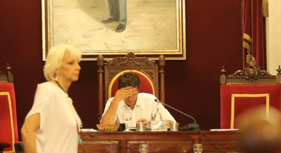Pleno en el Ayuntamiento de Cádiz.