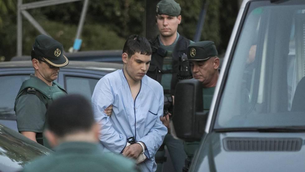 La célula compró cuatro cuchillos y un hacha en Cambrils solo tres horas antes del segundo atentado