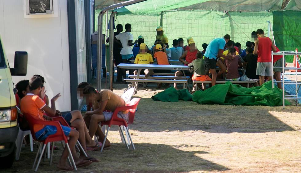 Menores inmigrantes de la patera al camping espa a for Camping el jardin de las dunas