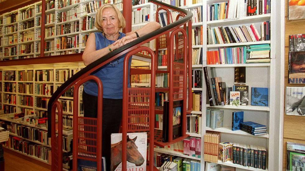 María Teresa Castells en la librería Lagun de San Sebastián.