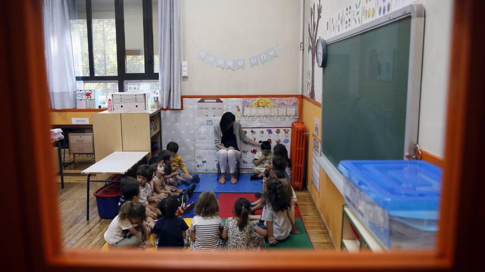 Varios alumnos en un centro escolar de Madrid.