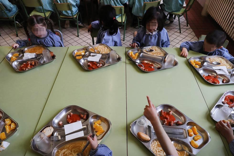 Un Colegio De Malaga Pide La Comida A Burger King Por La Falta De