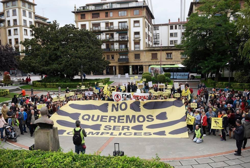 Manifestación el pasado domingo en Getxo contra la exportación de armas a Arabia Saudí.