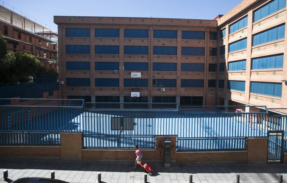 Exterior del IES San Mateo, en el centro de Madrid.