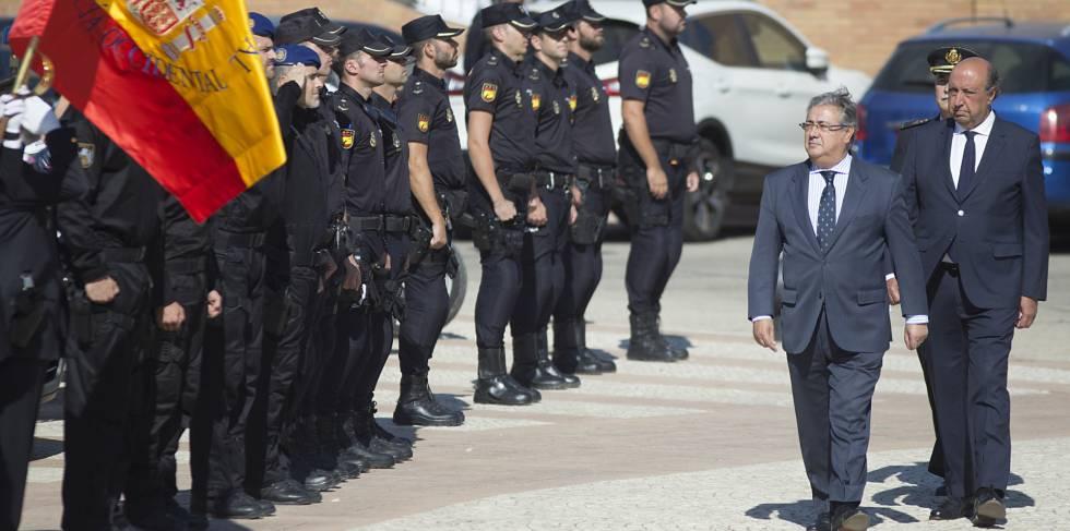 Zoido a la polic a nacional hicisteis lo que deb ais for Ministro de la policia nacional