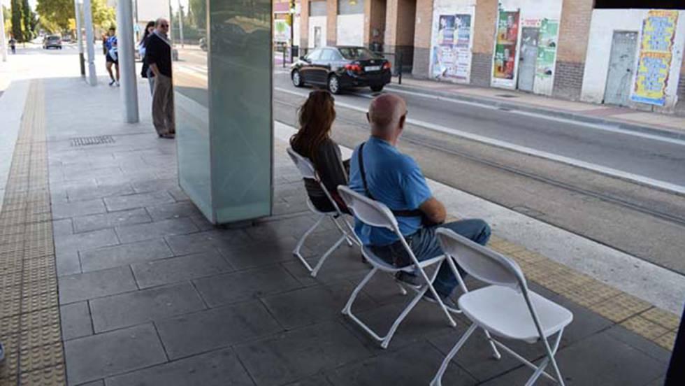 De la casa a la calle: las sillas para esperar el tranvía | Blog ...