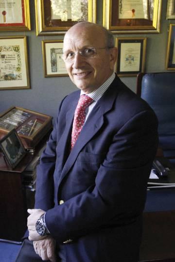 Máximo González Jurado, presidente del colegio de Enfermería